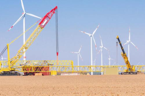Windmühlen, Kräne, Container